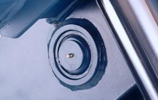 Spherical bearings on platform lifts