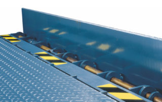 Barrier hydraulic dock leveler lip