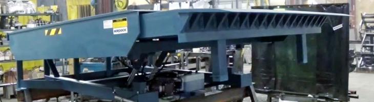 Boxcar rail dock leveler