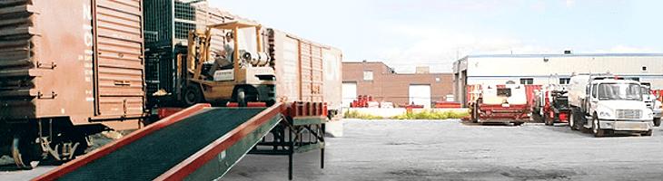 Stationary yard ramp and mobile yard ramp