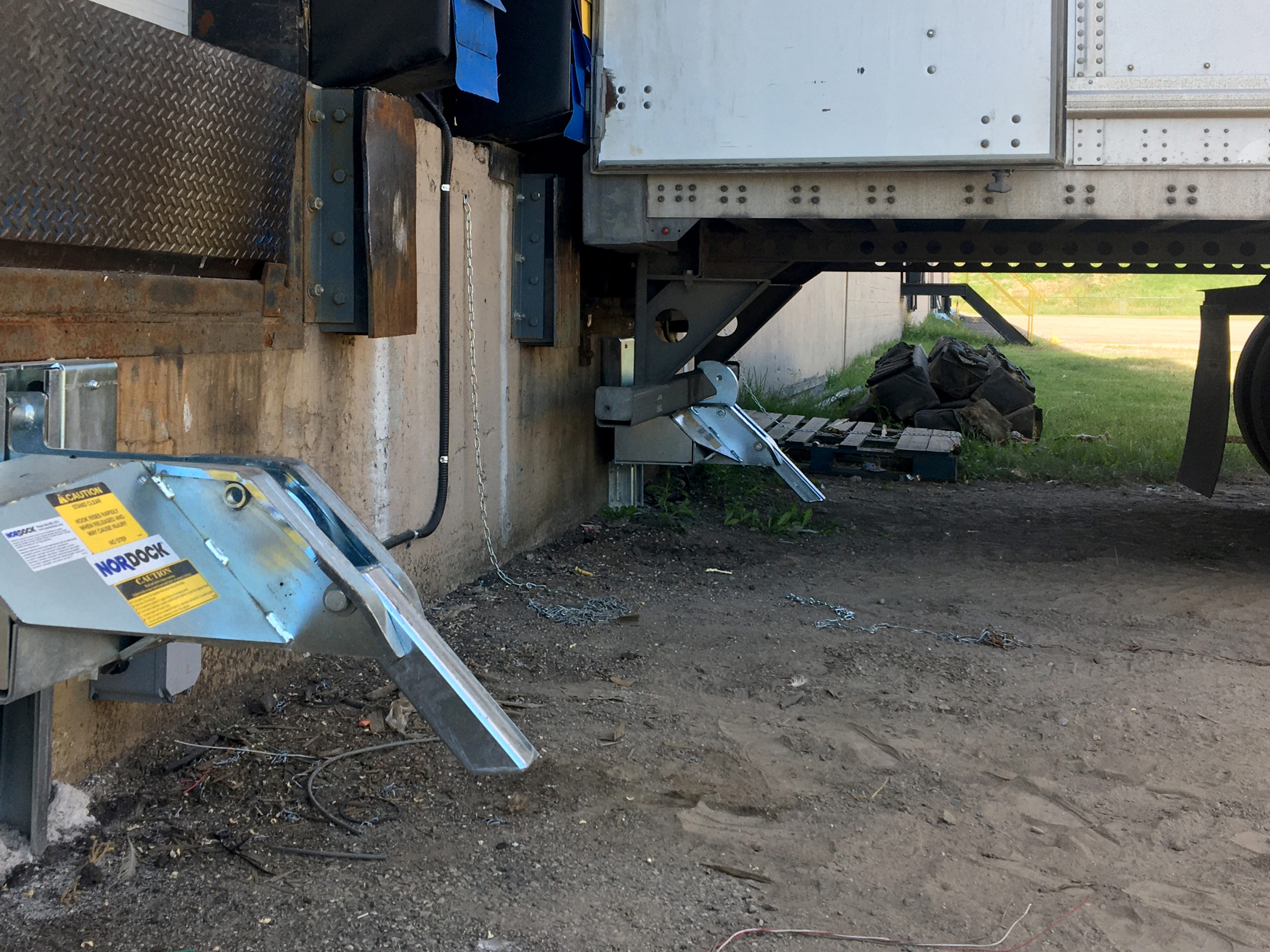 Two AR-10K trailer restraints engaged and disengaged